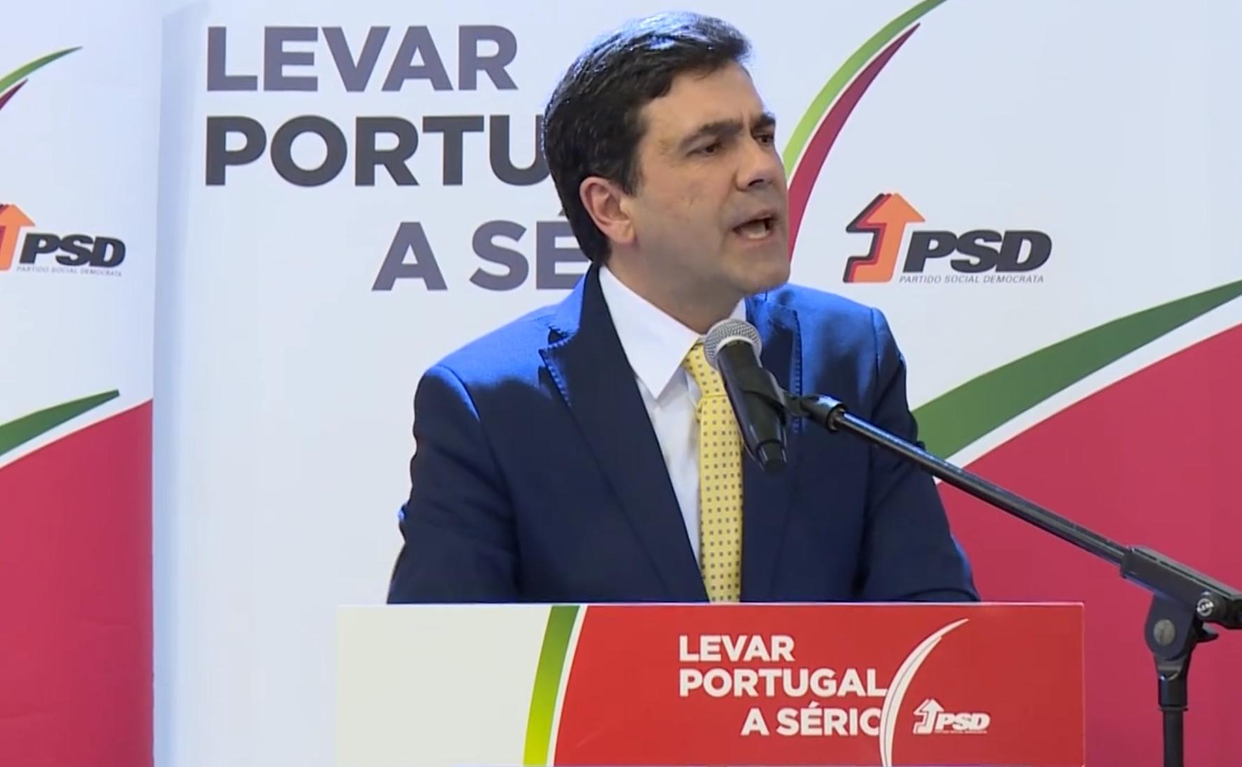 Ministra responde a Passos Coelho: